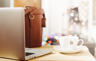 Do you dream to quit your 9-5 and start a online business? Here are 8 trending business ideas that let you work from anywhere as digital nomad entrepreneur.